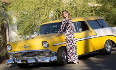 VIVA GLAM MAGAZINE SUPERMODEL KIMBERLY COZZENS PALM SPRINGS YELLOW CAR