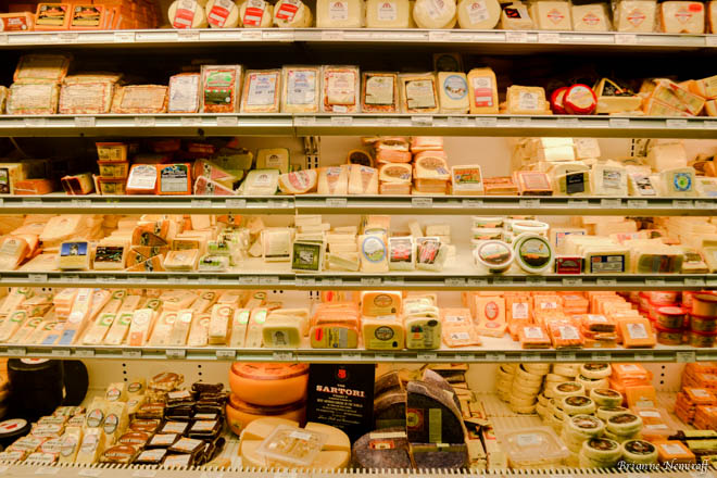 Visiting as Vegan/Vegetarian in Milwaukee-viva glam magazine-travel-old world third street-wisconsin cheese mart