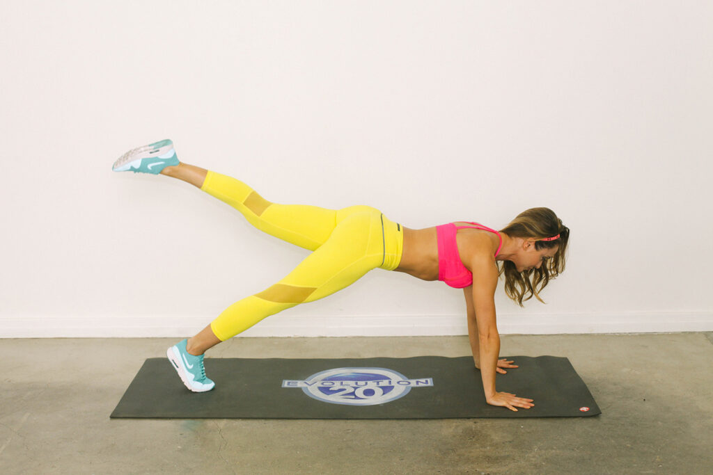 Stay Toned While Traveling The 20 Minute Hotel Room Workout-viva glam magazine-christine bullock-fitness-travel-Scorpion Plank 11