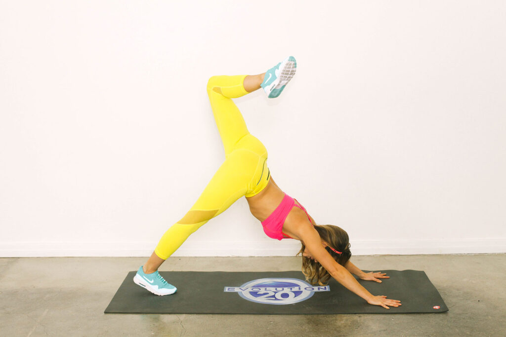 Stay Toned While Traveling The 20 Minute Hotel Room Workout-viva glam magazine-christine bullock-fitness-travel-Scorpion Plank 8