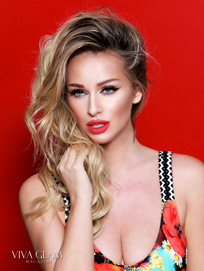 Katarina Van Derham kat lash strawberry red