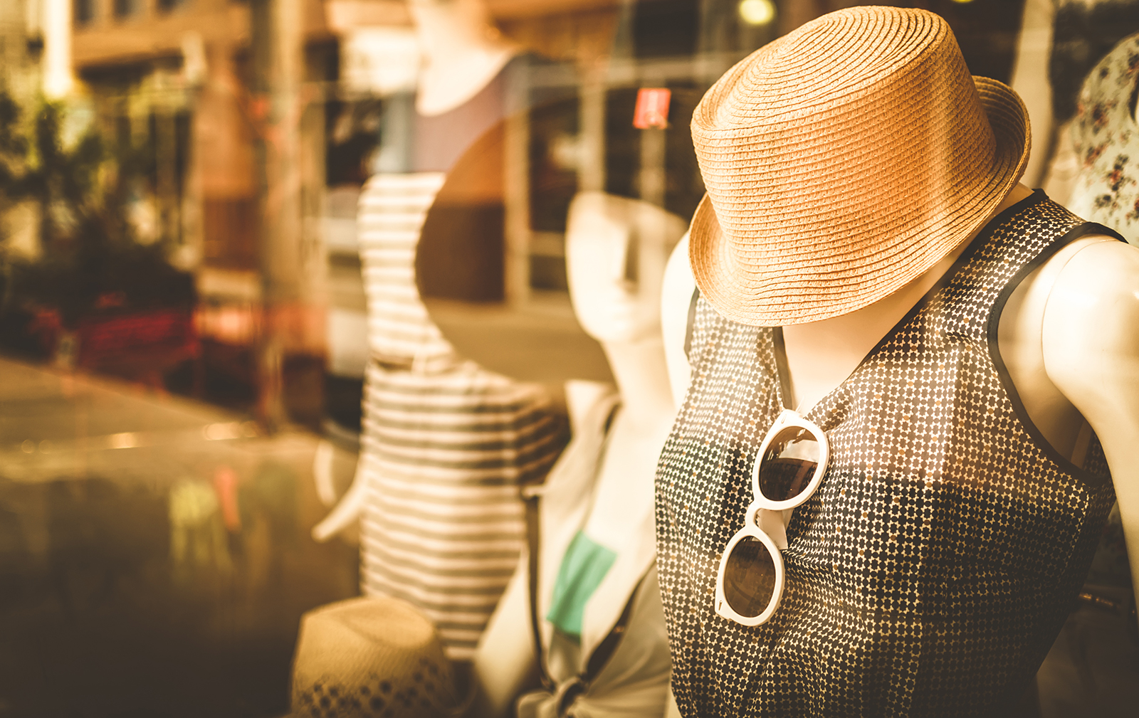 clothing-hacks-storefront-cute-outfit-in-store-front