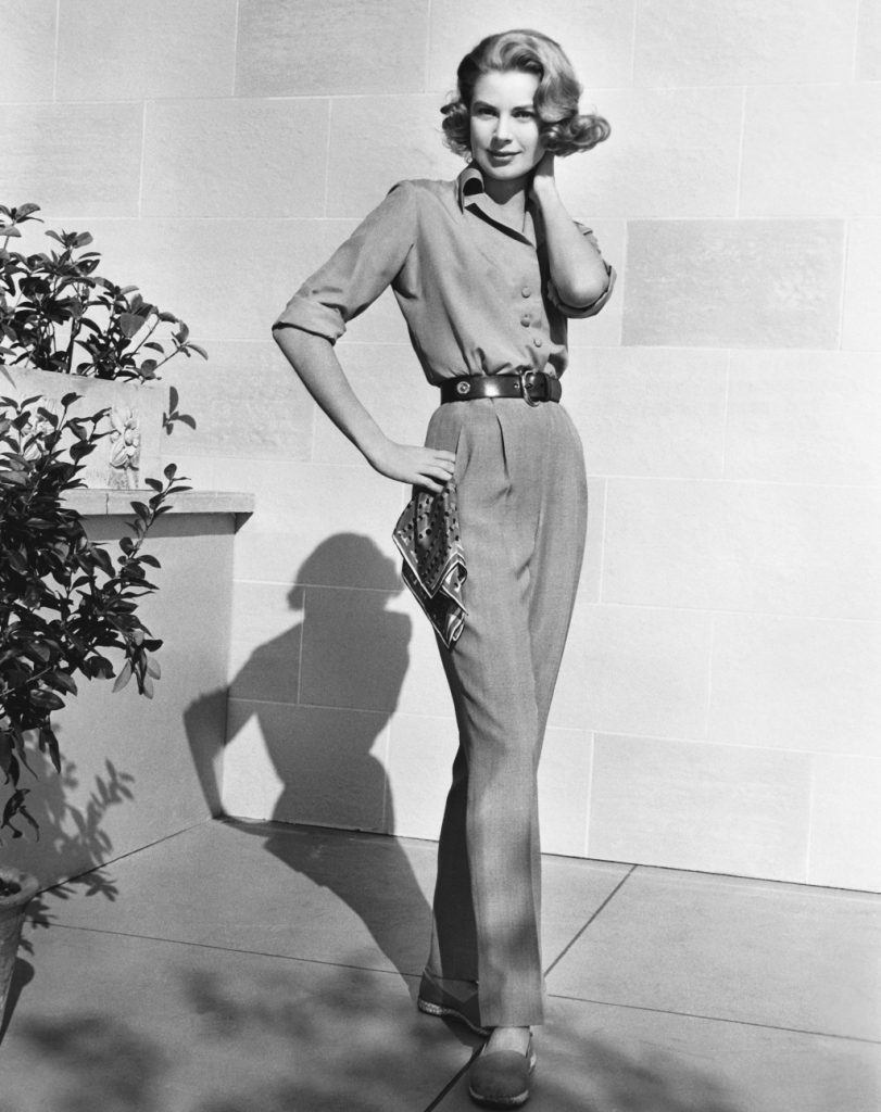 grace-kelly-preppy-chic-pants-shirt-scarf-pose-plant-american-style-icon-