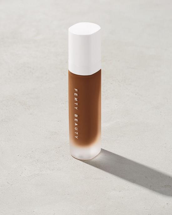 fenty-beauty-foundation-soft-matte-invisible-rihanna-makeup