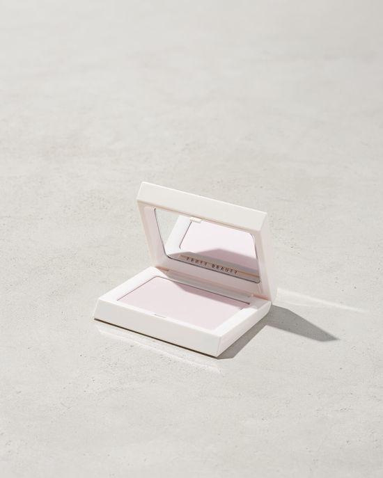 fenty-beauty-invisible-blotting-powder-makeup-beauty-rihanna