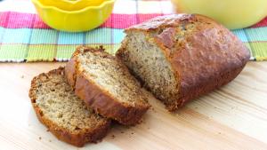 bread sliced How to Make VeganBanana Bread main image