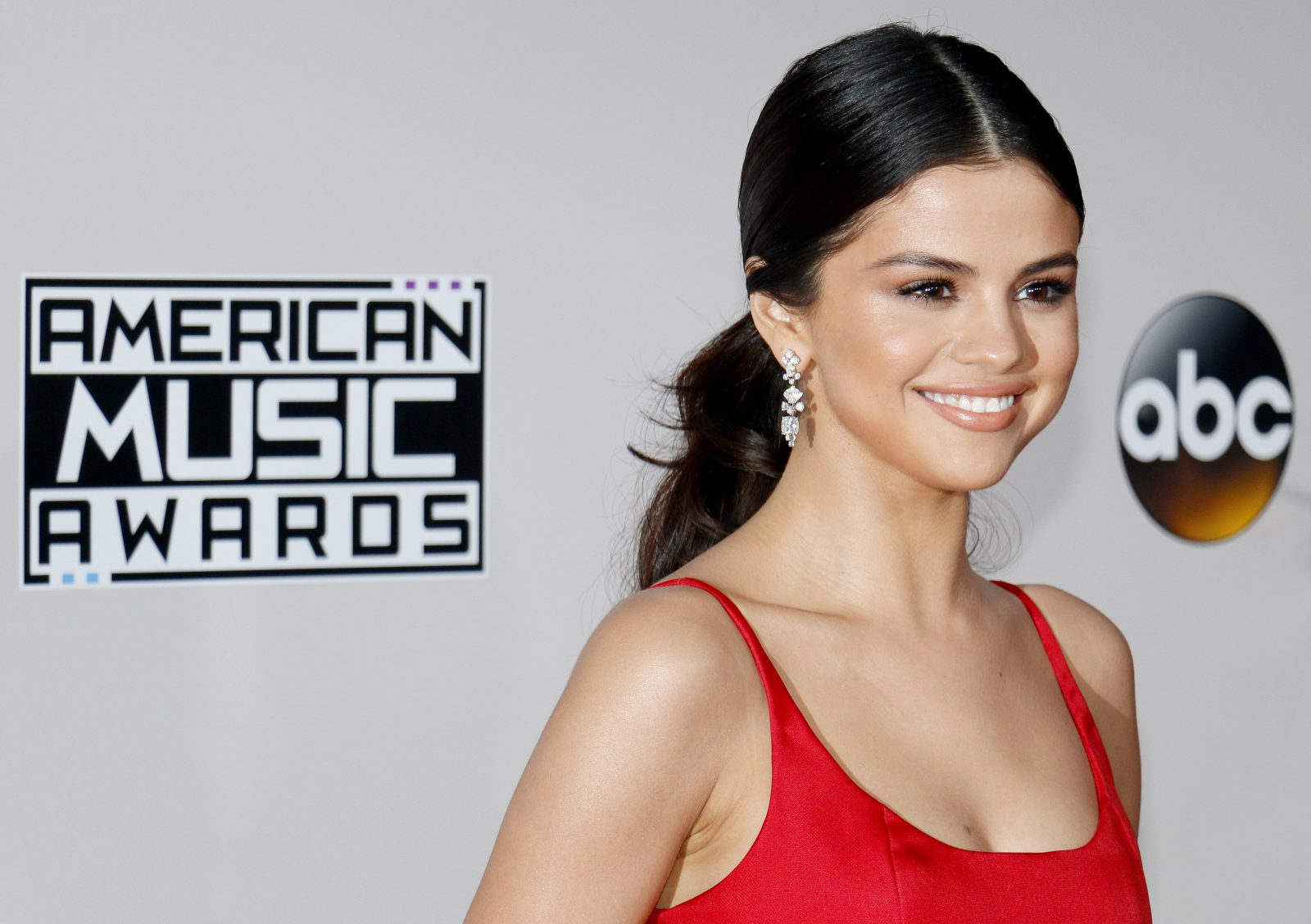 Selena Gomez Accused of Lip Syncing her 2017 AMAs Performance