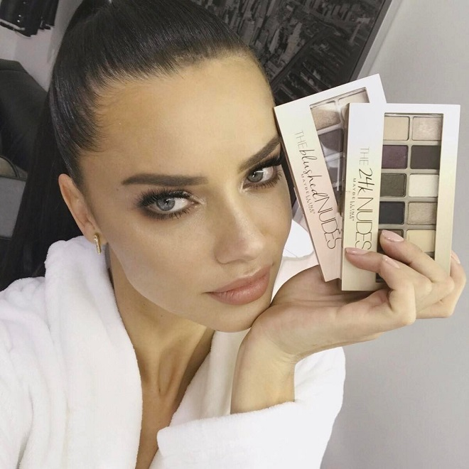 21 Stunning Beauty Photos We Loved on Adriana Lima's Instagram brown eye makeup nude lips