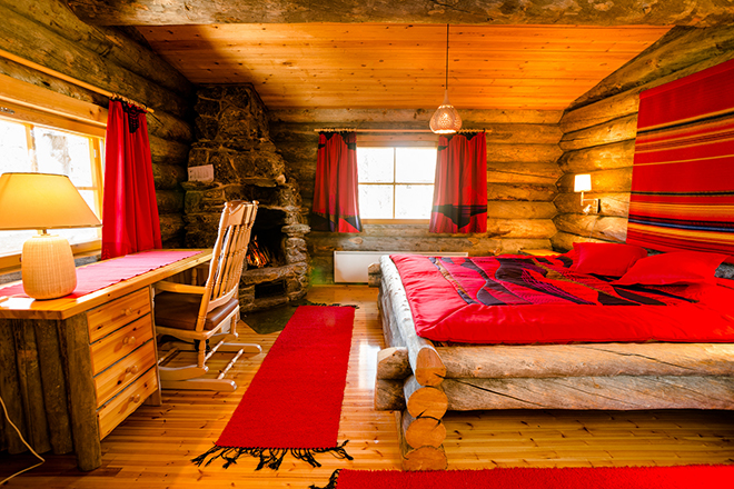 Kakslauttanen_Arctic_resort_Small_Cabin_Interior