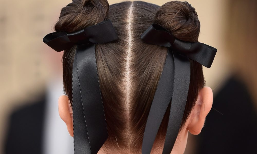 Red carpet trend hollywood loves hair bows viva glam magazine this red carpet season leading ladies of hollywood are loving hair bows check out this latest trend and how to do it yourself solutioingenieria Image collections