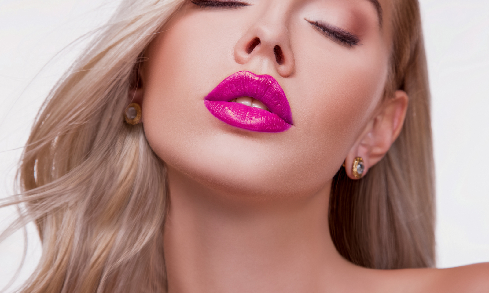 5 Genius Tips to Make Your Lips Fuller Without Injections