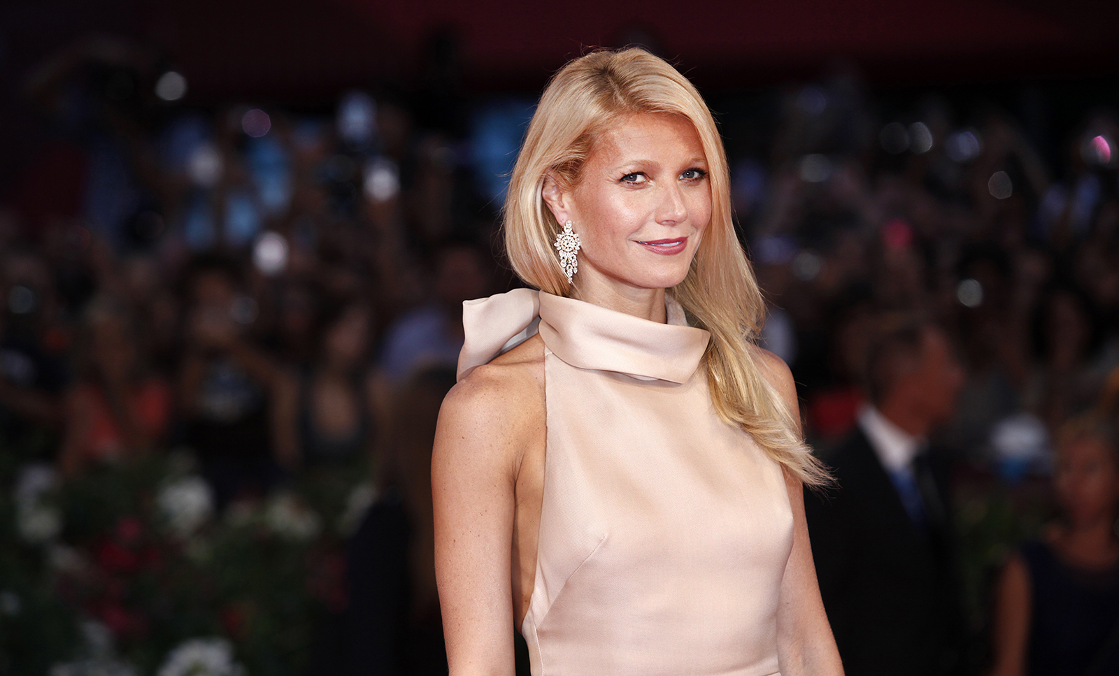 gwyneth-paltrow-on-red-carpet-goop