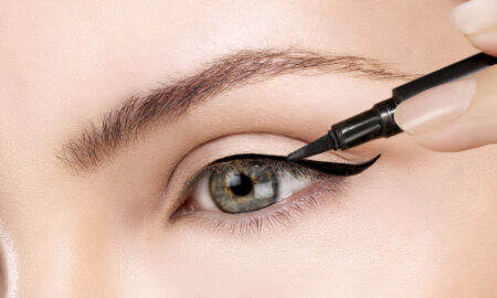 woman-applying-black-eyeliner