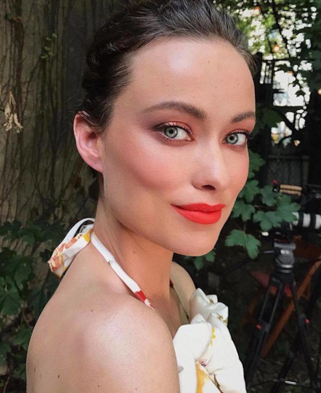 celebrities love living coral makeup for summer