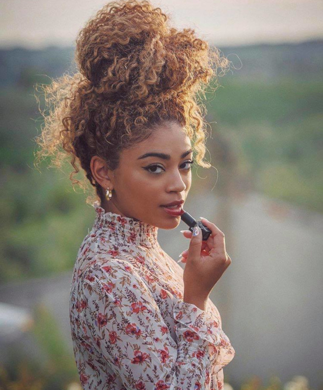 sexy hairstyles for curly hair for summer 7