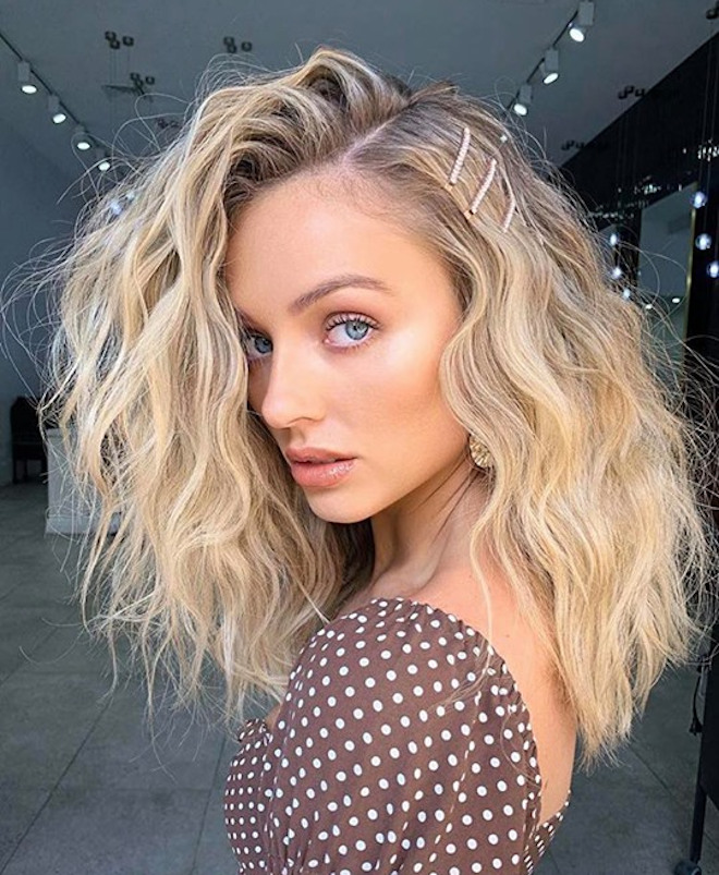 sexy side part hairstyles for a glamorous look 7