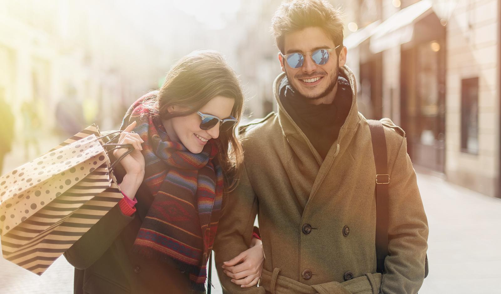 winter-fashion-couple-walking-down-the-street