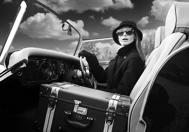 HeyChesto-suitcase-with-shelves-travel-tools-world-travel-4