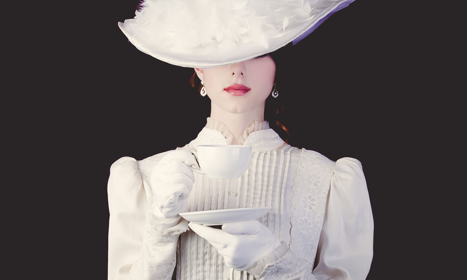 classic-style-forever-main-image-katarina-van-derham-woman-in-white-classic-outfit-with-tea-cup