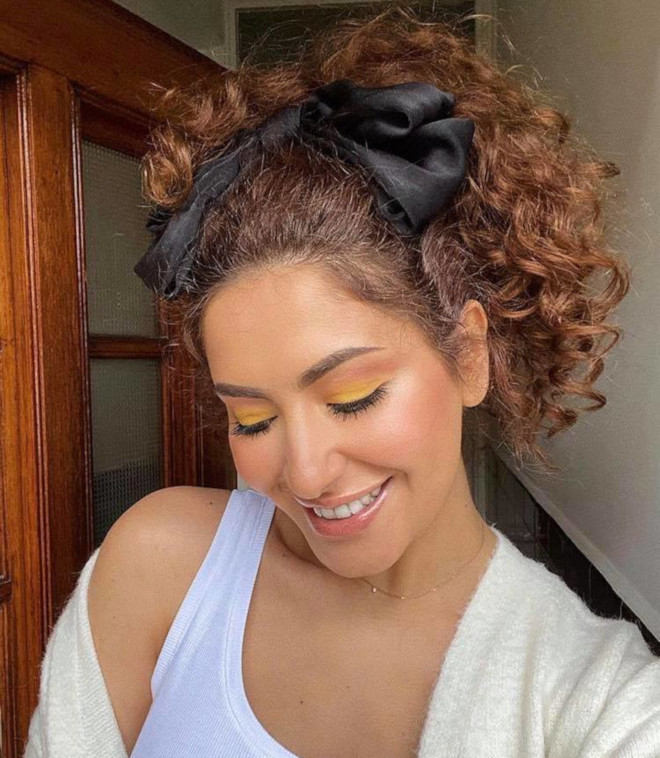 curly ponytails for sweat-free summer days 7