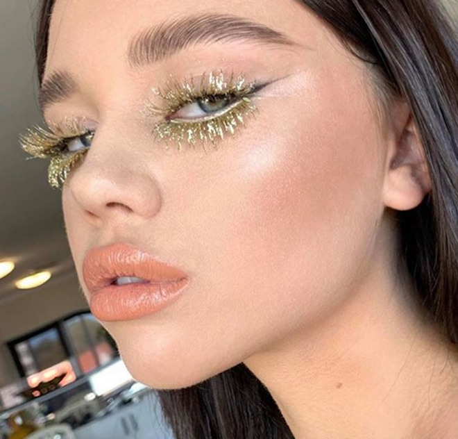 colored lashes makeup trend 6