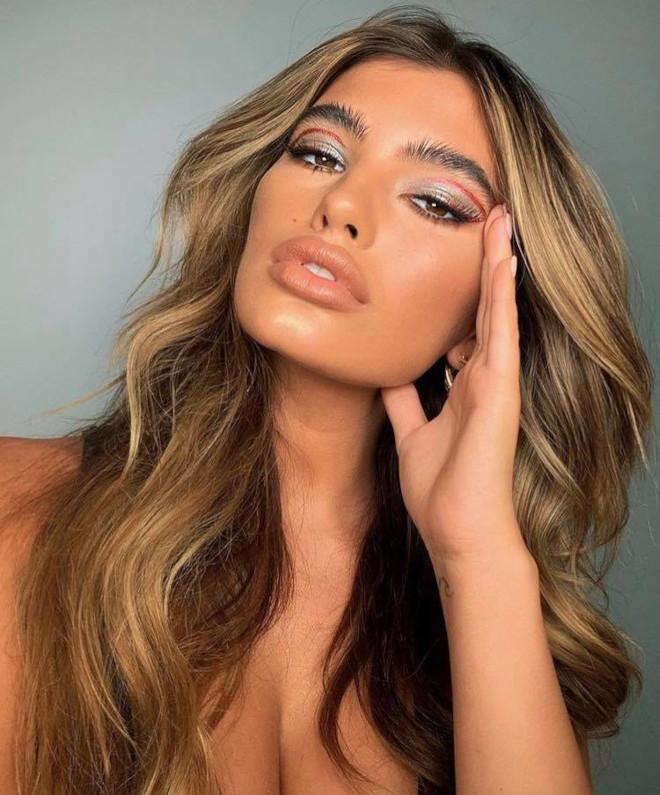 floating eyeliner makeup trend 5