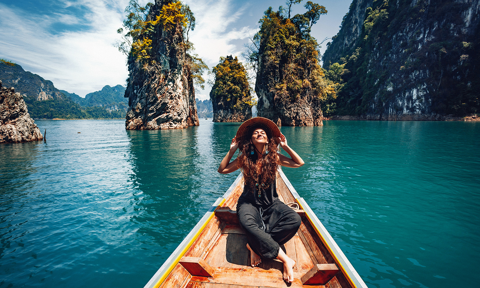 girl-in-boat-in-southeast-asia-travel-traveling-wearing-sunhat