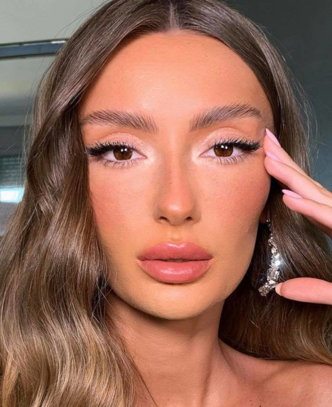 glossy lids makeup trend 8