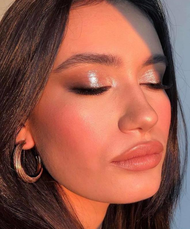 glossy lids makeup trend 9