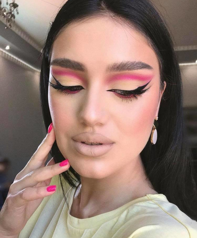 minimally neon makeup trend is the safest way to wear bright hues 4