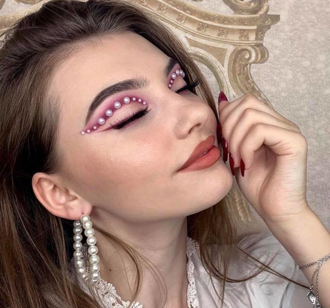 pearl makeup trend 4