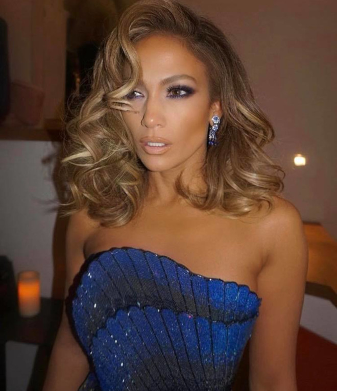sexy curly hairstyles by j lo to bring out your bombshell