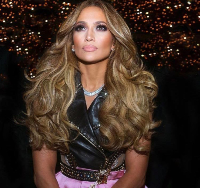 sexy curly hairstyles by j lo to bring out your bombshell 3