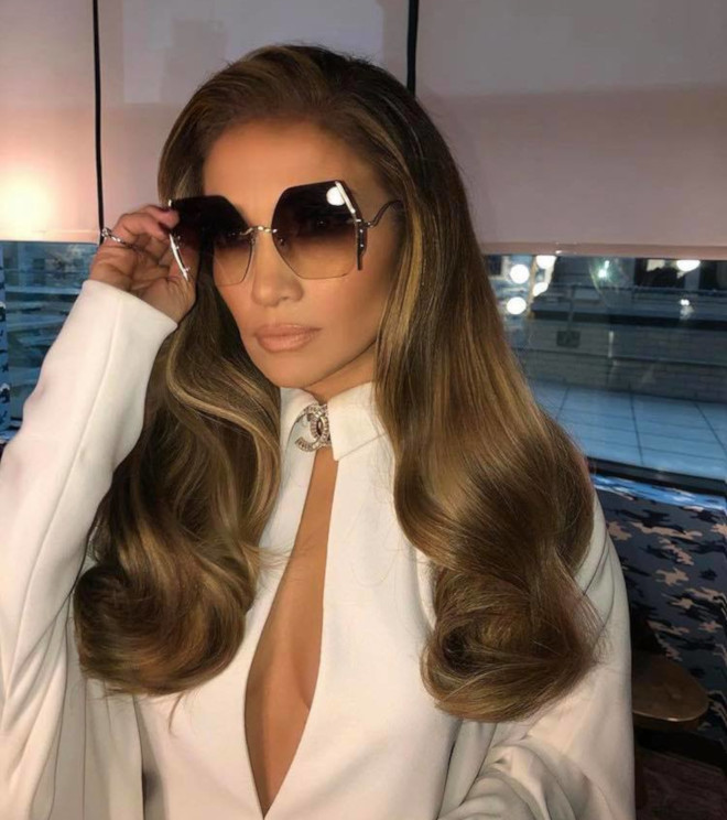 sexy curly hairstyles by j lo to bring out your bombshell 6