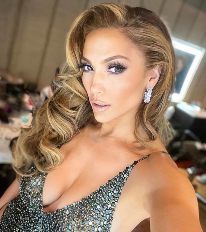 sexy curly hairstyles by j lo to bring out your bombshell 8