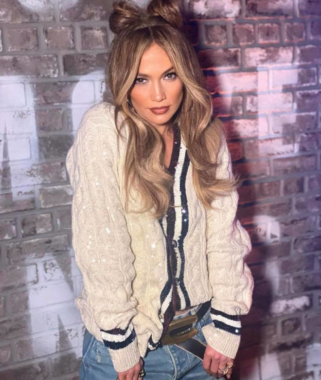 sexy curly hairstyles by j lo to bring out your bombshell 9