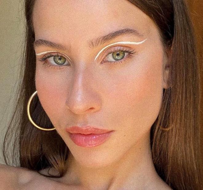 white eyeliner 8