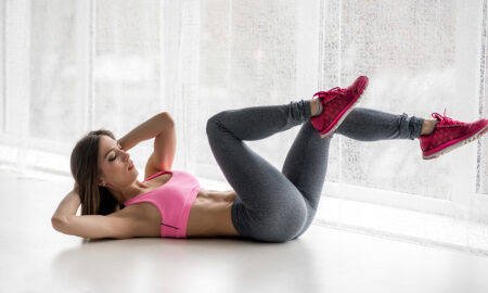 workout-for-a-sexier-body-main-image-woman-doing-crunches