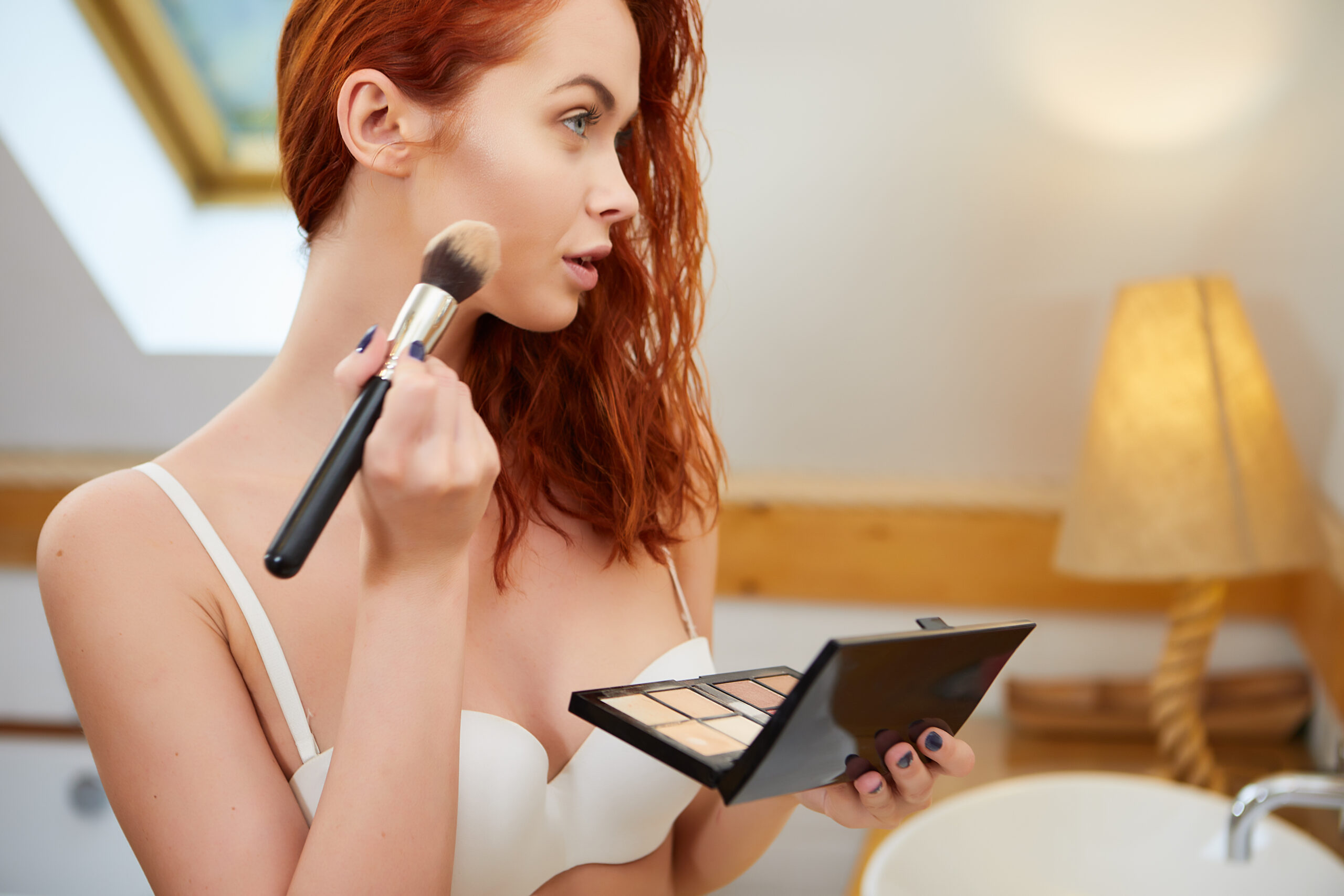 what-foundation-is-right-for-you-pretty-woman-applying-foundation-main-image