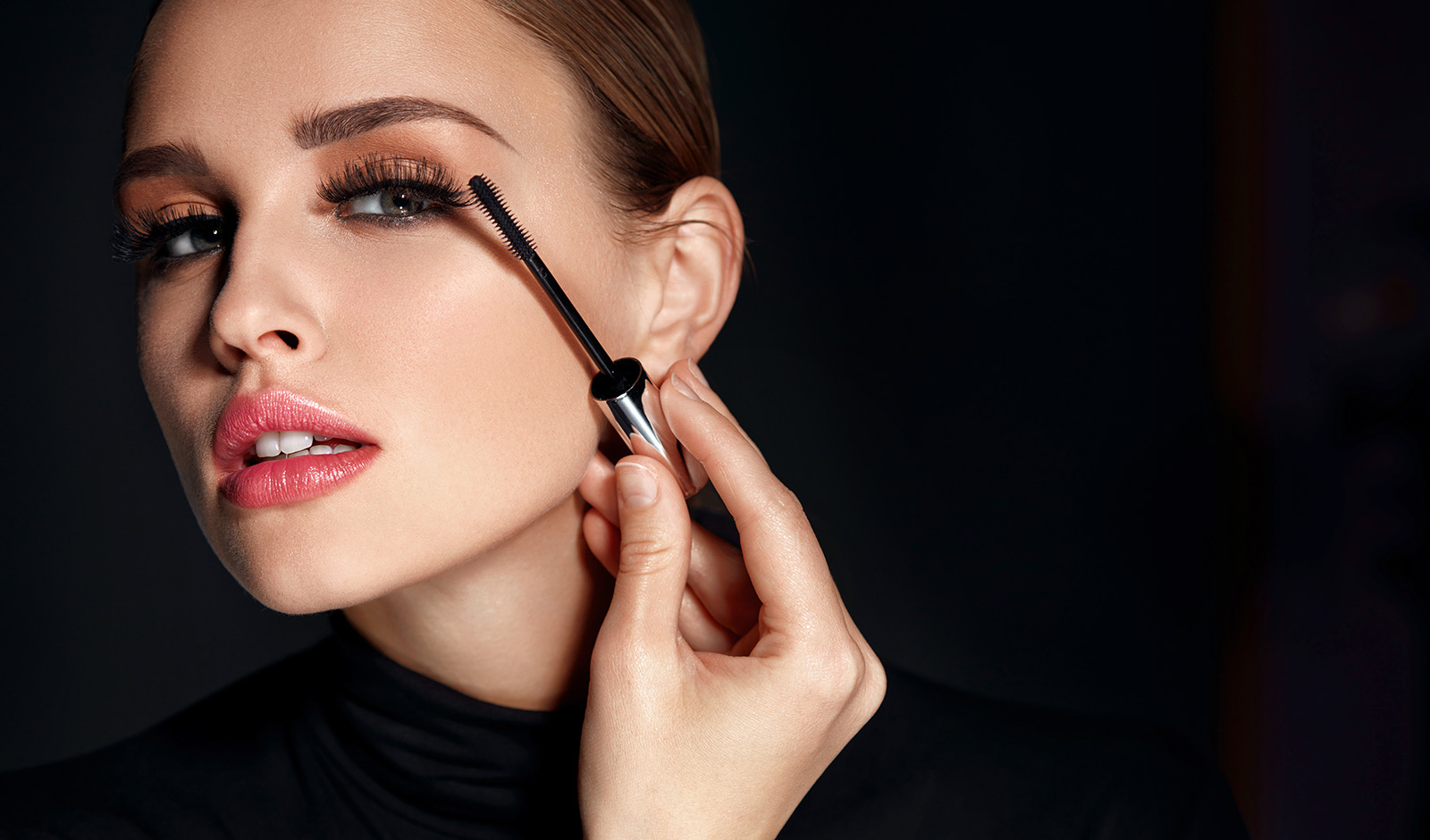 which-mascara-want-is-best-for-your-eye-shape-woman-applying-mascara