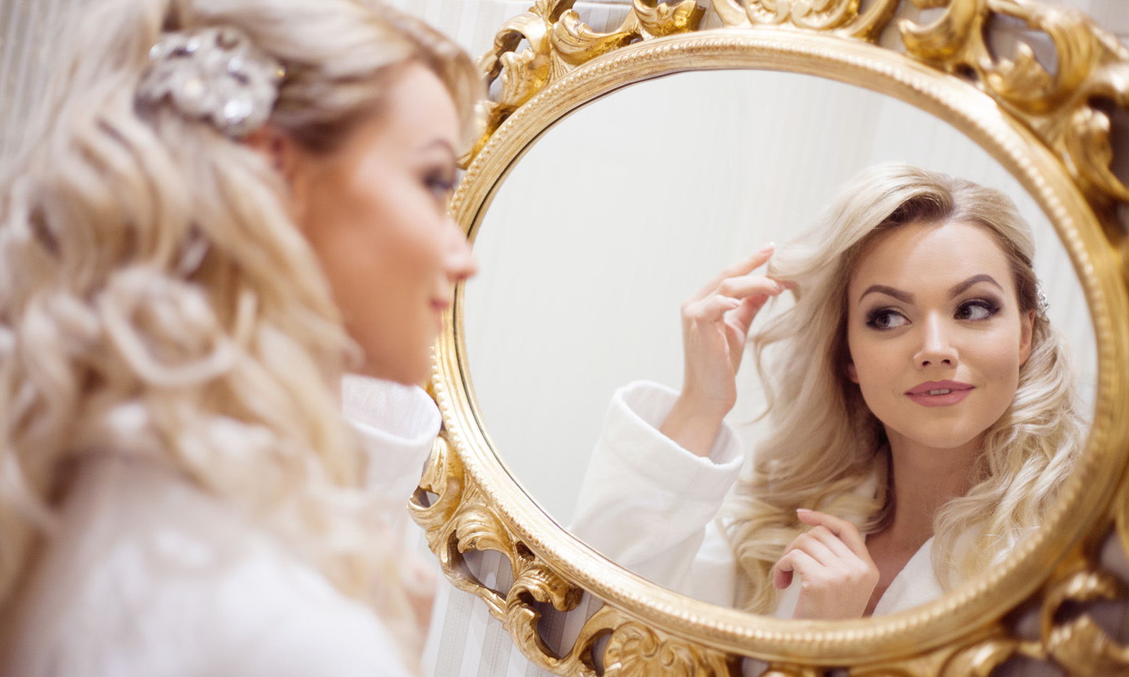 woman-looking-at-herself-in-the-mirror-ways-to-make-yourself-more-attractive