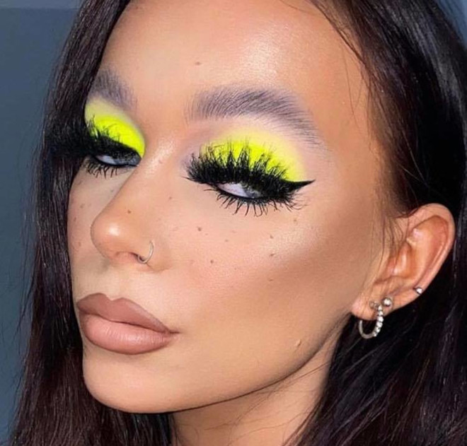 yellow eyeshadow is the hottest end-of-summer makeup trend 8