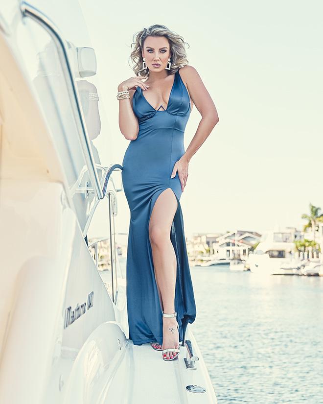 amber-nichole-miller-Shawn-Ferjanic-photoshoot-model-leaning-against-boat-in-blue-dress-image-5