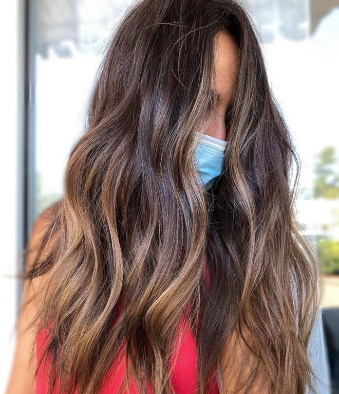 chocolate chai hair trend is the new way to update your balayage this fall 3