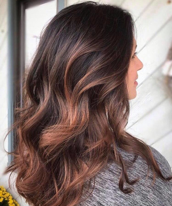 dirty brunette hair color trend for fall 2