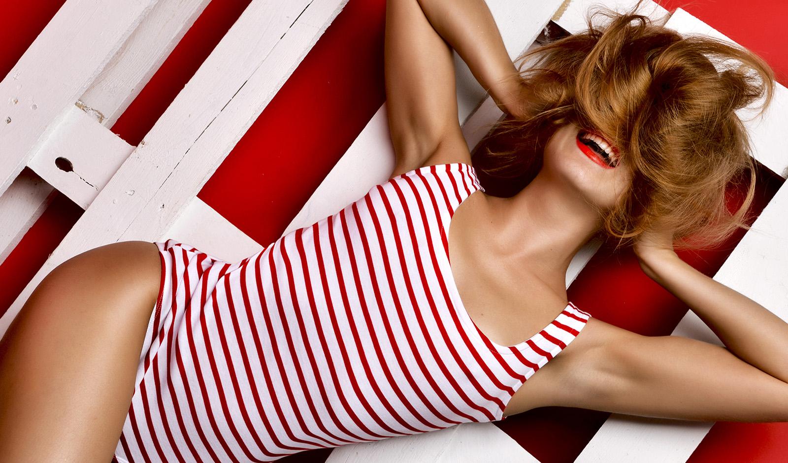 diy-recipes-har-masks-make-hair-grow-cute-woman-in-red-swimsuit-holding-hair.