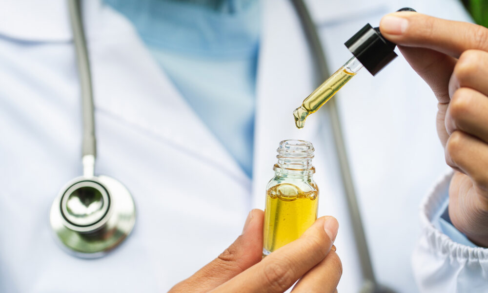 doctor with cbd oil what you can expect when taking cbd oil main image