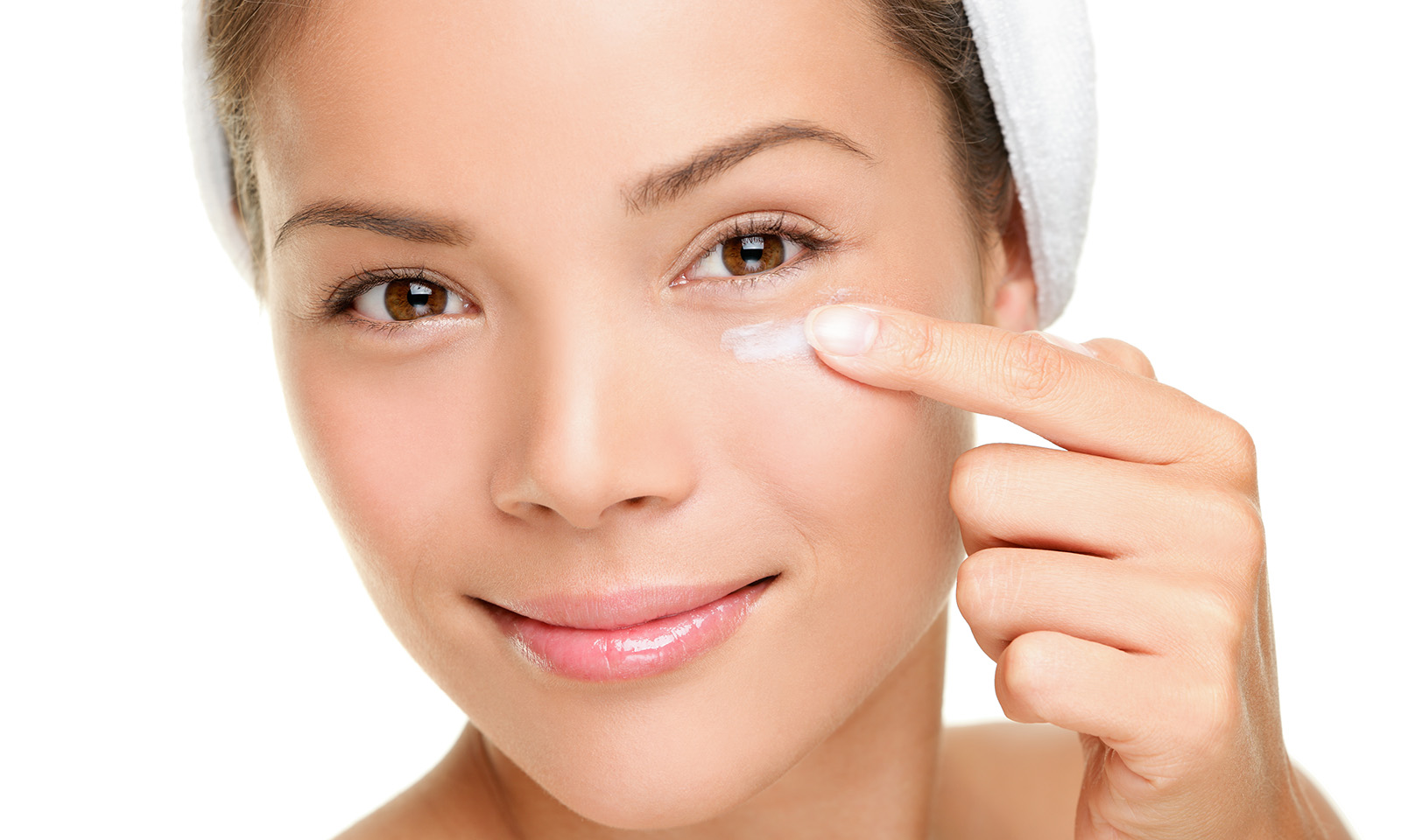 how-to-get-rid-of-under-eye-bags-woman-applying-face-cream-under-eye-main-image
