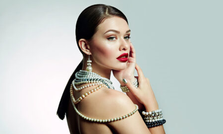 stylish-go-to-guide-for-popular-types-of-pearls-woman-in-pearls