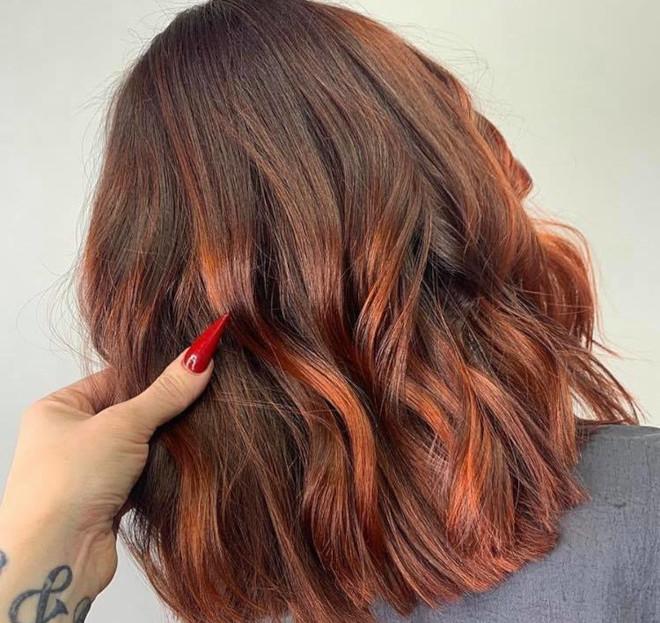 cinnamon balayage hair color trend 8